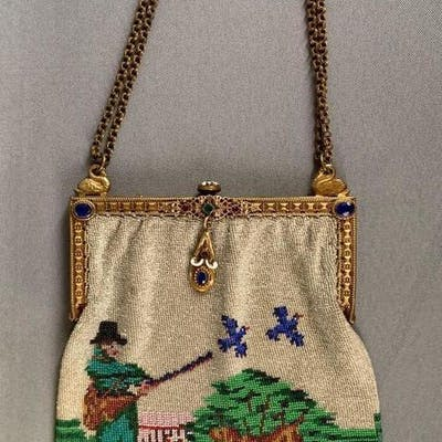 Vintage beaded mesh purse with Hunter and dogs