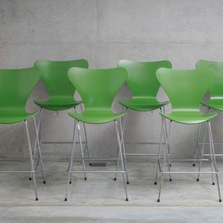Suite de 6 chaises Série 7 par Arne Jacobsen, édition Fritz Hansen