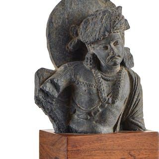 Bodhisattva en schiste, Inde, époque Gandhara, h. 12,5 cm