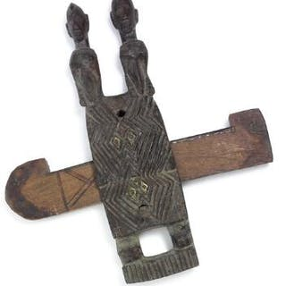 Door lock of carved patinated wood with two figures. Dogon, Mali. H. 45 cm.