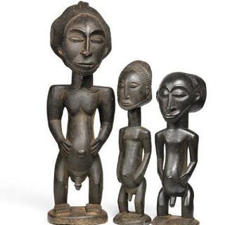Three ancestor figures of carved patinated wood. Hemba style. H. 35–50 cm. (3)