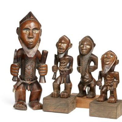 Four ancestor figures of carved patinated wood. Bembe style. H. 16–32 cm. (4)