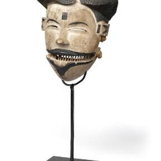 Ogoni mask of carved patinated wood with loose jaw