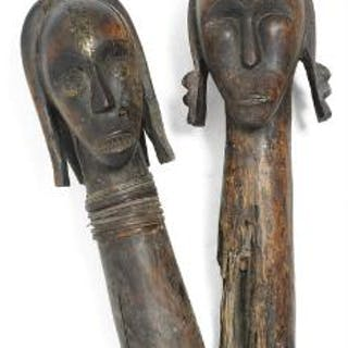 Two heads of carved patinated wood. Fang style. H. 48 and 59 cm. (2)