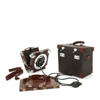A Zeiss Ikon Compur mahogany travel camera with casettes and bags.