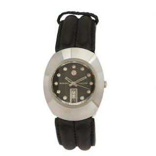 Rado: A lady's wristwatch of steel