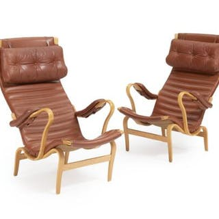 Bruno Mathsson: A pair of beech easy chairs