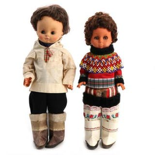 Two dolls in hand sewn Greenlandic national costumes. 1960's. H. 54–58 cm. (2)