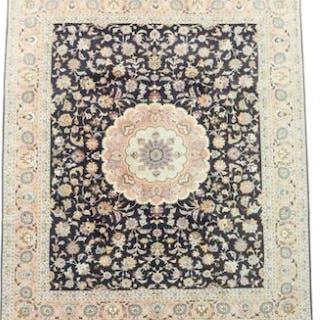 A Persian Täbriz carpet with silk