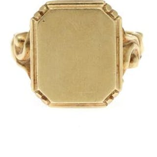 A 14k gold ring with dial. Dial 17×20 mm. Size 68. Weight app. 9 g.