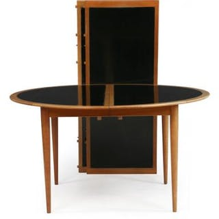 Grete Jalk: Circular mahogany dining table with extension and two extra leaves