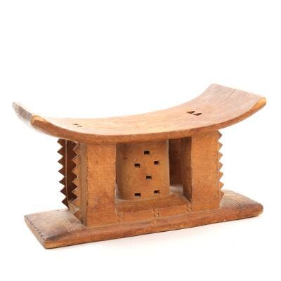 A carved wood Ashanti stool. Ghana. 20th century. H. 25. L. 45. W. 24 cm.