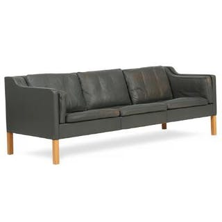 Børge Mogensen: Free-standing three seater sofa with oak legs