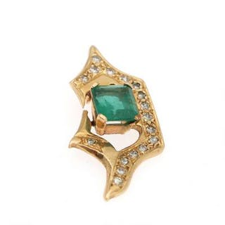 An emerald and diamond pendant set with an emerald weighing app