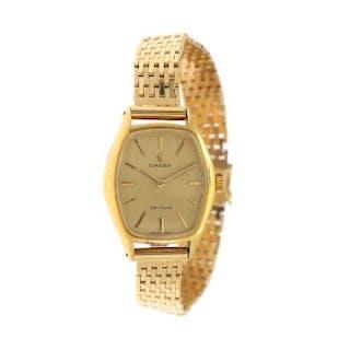 Omega: A lady's wristwatch of 18k gold