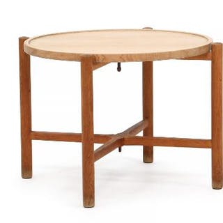 Hans J. Wegner: Folding table of solid oak with reversible circular top