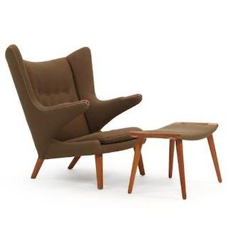 "Hans J. Wegner: ""Papa Bear Chair"""