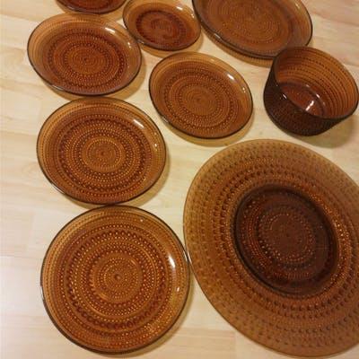 Iittala / Arabia  9 delar från Oiva Toika Kastehelmi/daggdroppen brunt glas
