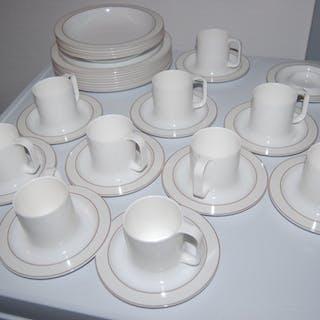 Gustavsberg Ornamin tallrikar, kaffekoppar och kaffefat