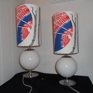2 lampor i glas och silver skärmar i tyg från Svenskt Tenn Manhattan