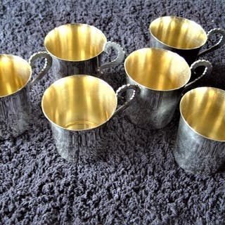 C G Hallberg, Stockholm, 6 st vackra supkoppar av äkta silver. I fint skick.