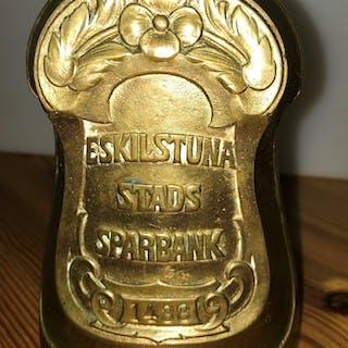 Jugend Antik Sparbössa med Tyngd Eskilstuna Stads Sparbank Mässing 1800-tal