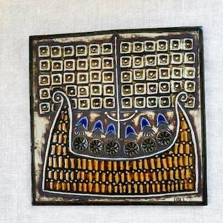 Lisa Larson väggplatta ur unik serien SKEPP