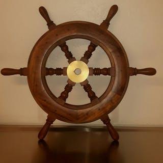Båtratt tillverkad av trä och mässing