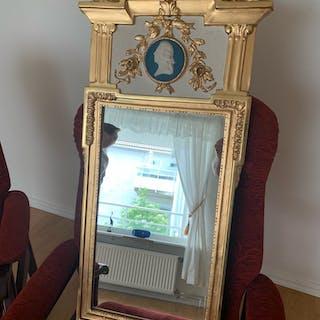 Vacker gammal spegel