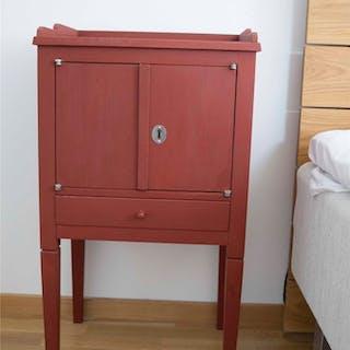Unikt! Hantverksmässigt tillverkat pottskåp/sängbord 1700-tals stil Gustaviansk