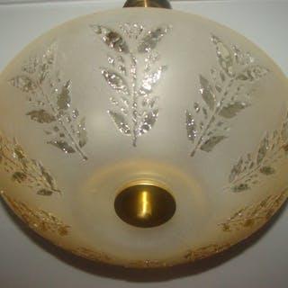 Art Deco Taklampa Med Sandblästrad & Graverad Råglas Kupa + Glasdroppar+