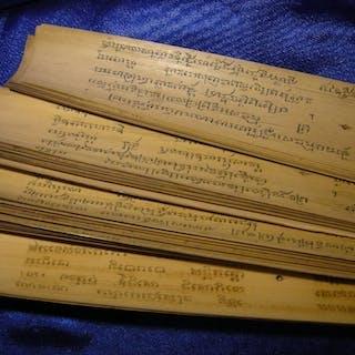 Handskriven bok på bambu från 1800-talet. Från Sumatra