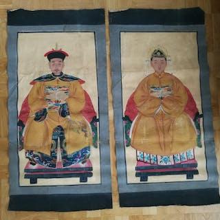 Anfadersporträtt / Familjeporträtt 1 par, Kina, troligen 1900-tal