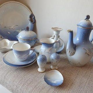 Blå Måsen Bing & Gröndahl kaffeservis inklusive vas, ljusstake, S&P kar