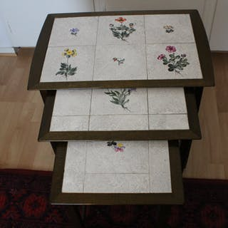Satsbord med kakelskivor, 60-70 tal, bra skick