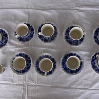 10 st Gefle Vinranka kaffekopp i flytande blått med 9 st kaffefat