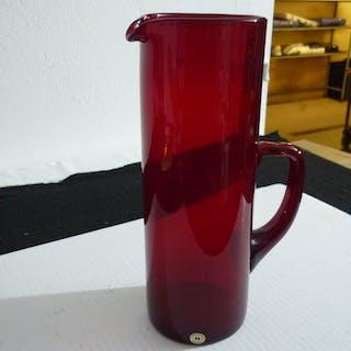 Reijmyre större röd glas- kanna / karaff / tillbringare, etikettmärkt