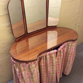 Njurformat toalettbord sminkbord m vikbar 3 delad spegel teak 40-50 tal Retro