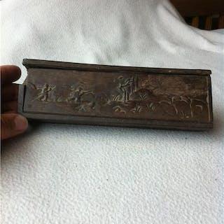 1700-tal, skuret SKRIN i trä med jaktmotiv