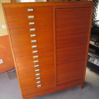 Äldre jalusinskåp,skåp TRANÅS kontorsmöbler  massa lådor,hyllplan,träskåp retro