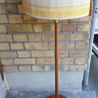 50-tal golvlampa med original skärm  ENDAST AVHÄMTNING