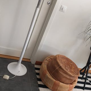 Vit golvlampa, trearmad lampa, Ikea, glaskupor, art deco, retro
