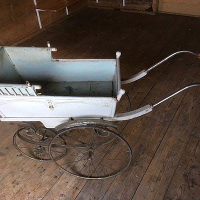 Antik Barnvagn