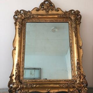 Äldre vacker Stor tung Guldspegel i trä