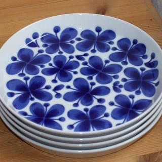 ## 4 assietter i serien Mon Amie från Rörstrand design Marianne Westman ##