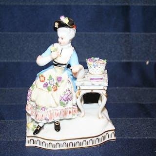 Antik Meissen figurin 1:a sortering 100% felfri 14,5 cm hög.