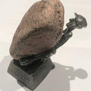 Skulptur Lyftet av Henry Gustafsson Vimmerby