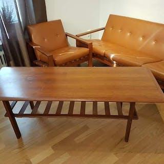 Äldre 3 sits soffa och fotölj i teak och läder från början av 1960 talet
