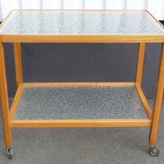 Serveringsbord/serveringsvagn i björk med råglas skivor & hjul 50-tal