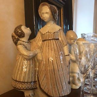 Underbar skulptur i keramik Bing&Gröndal empire par h 26 cm nyskick